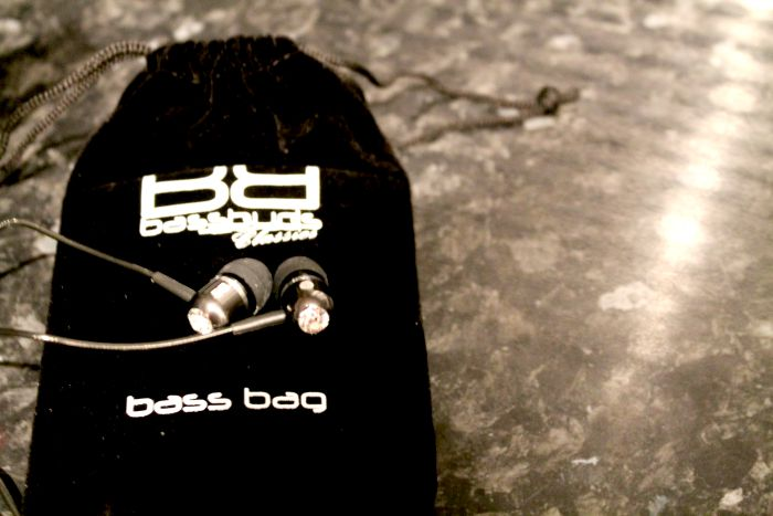 bassbuds earphones and case