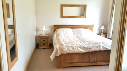 ox-pasture-hall-luxury-suite-king-sized-bed