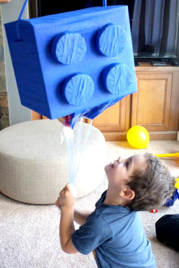 Lego_Birthday_Party_Ideas_DIY_Lego_Piñata_Blue