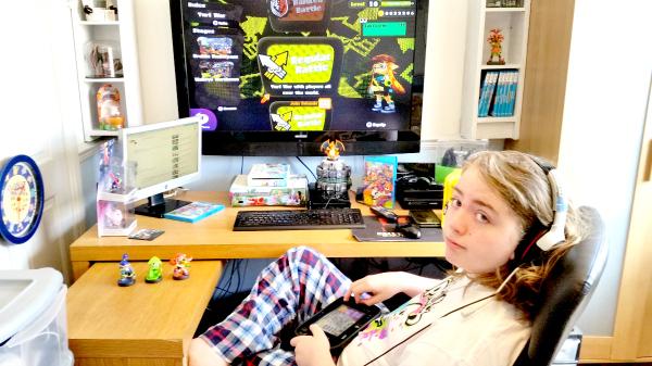 Splatoon Jake playing the wii u game
