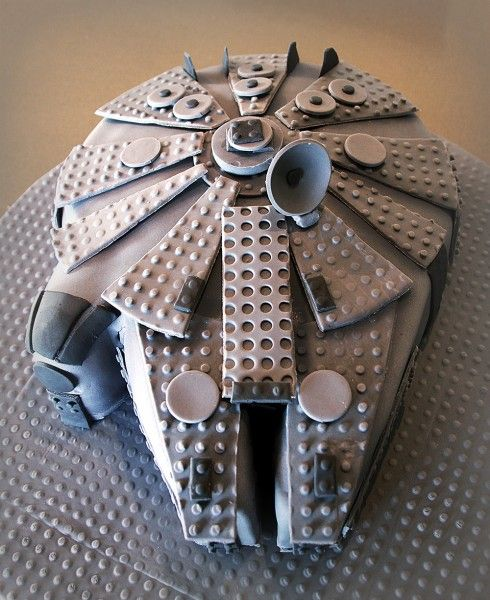 Lego-birthday-cakes-star-wars-millenium-falcon