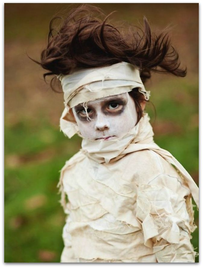 Easy-DIY-Halloween-Costumes-the-mummy-costume