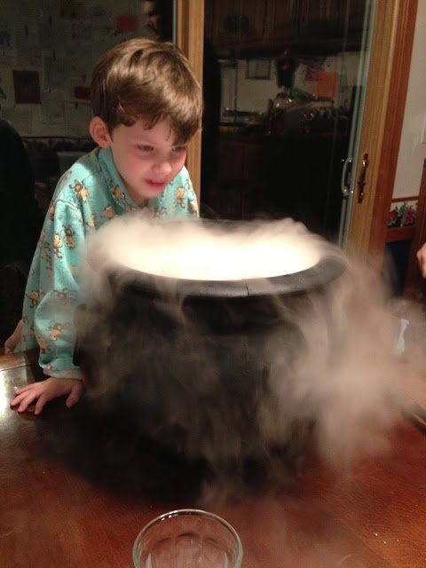Witches dry ice Cauldron