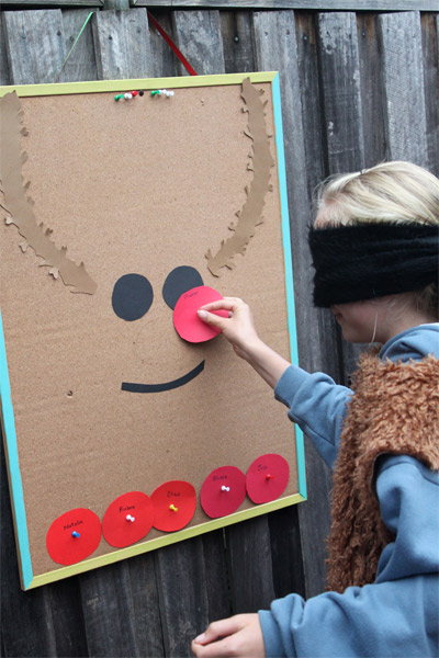 Pin the nose of the reindeer