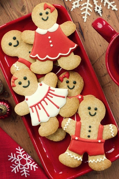 16 Awesome Christmas Day Dessert Recipes - Gingerbread men on a red platter