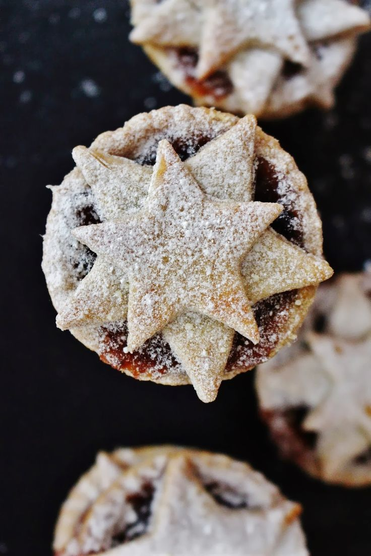16 Awesome Christmas Day Dessert Recipes - Spiced clementine star topped mince pies