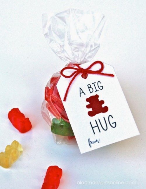 Valentines-Day-Ideas-for-Kids-a-big-bear-hug-printable-label