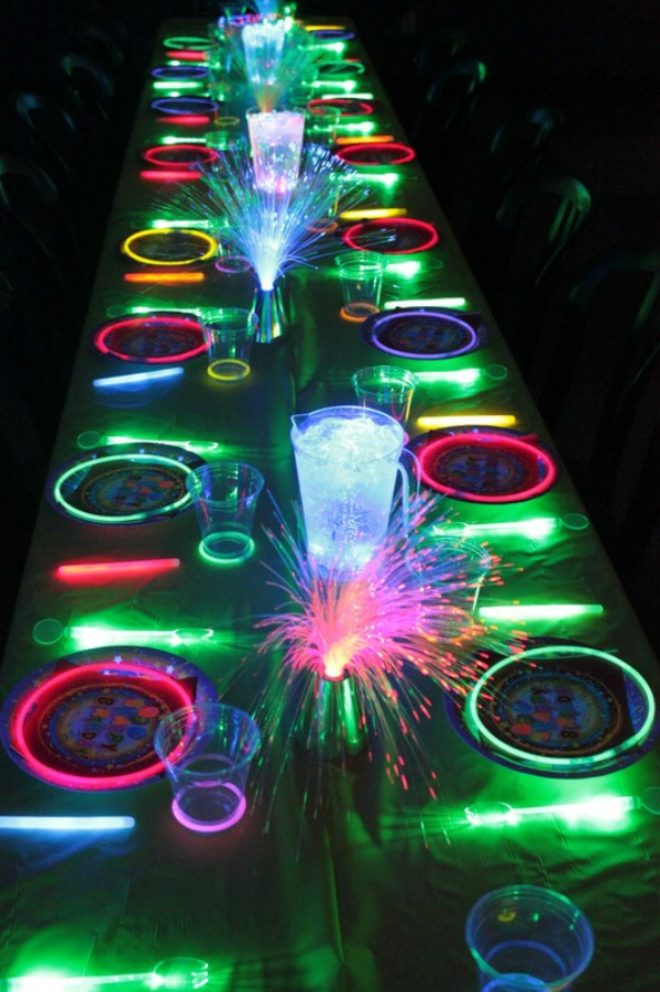 glow in the dark cake 21 awesome neon glow in the ideas 4514